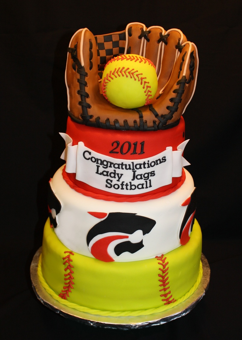 Jmhs Softball Banquet Cake With Edible Mitt And Ball Specialty Cakes