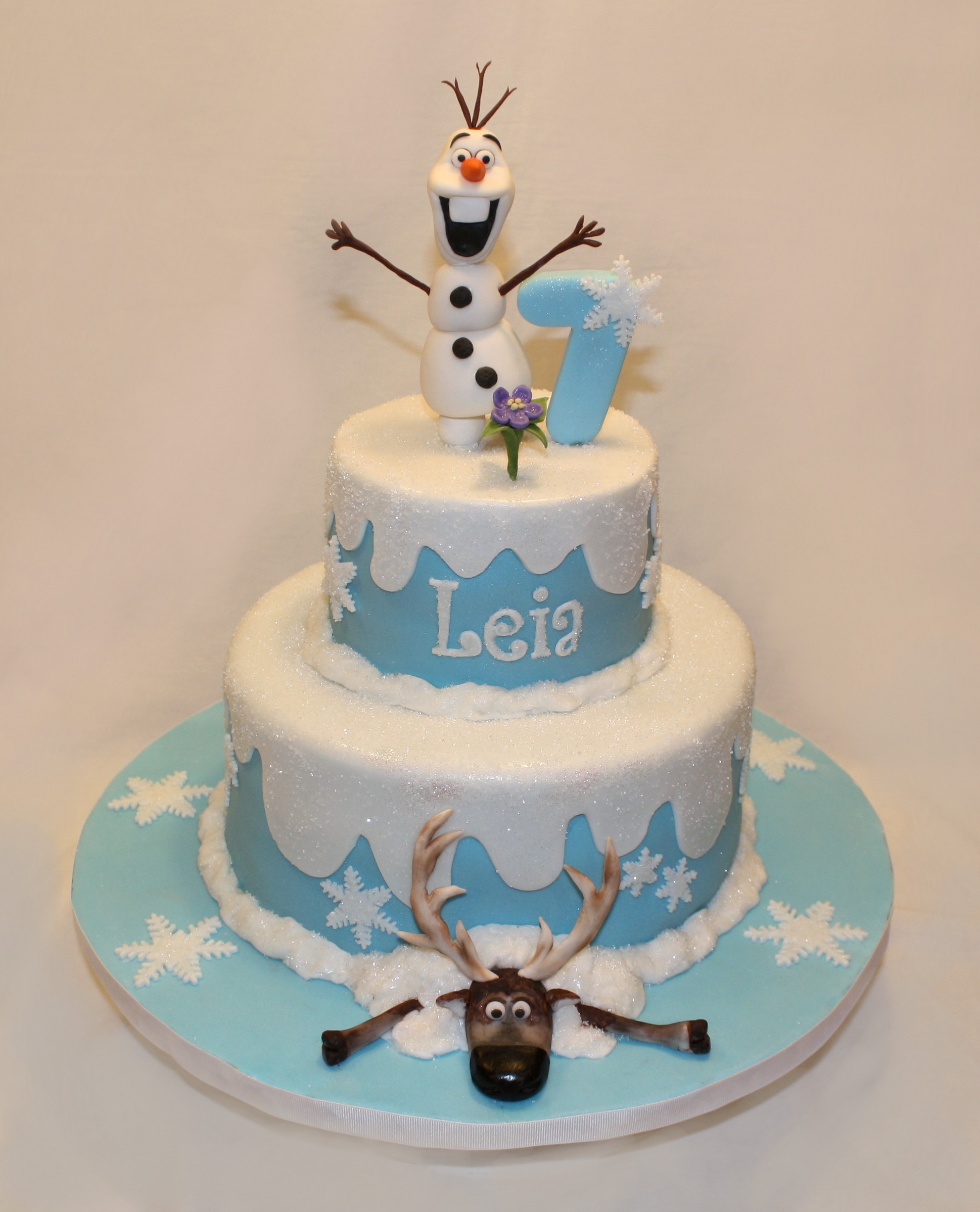 Frozen Themed Birthday Cake By giraffe cake cupcakes